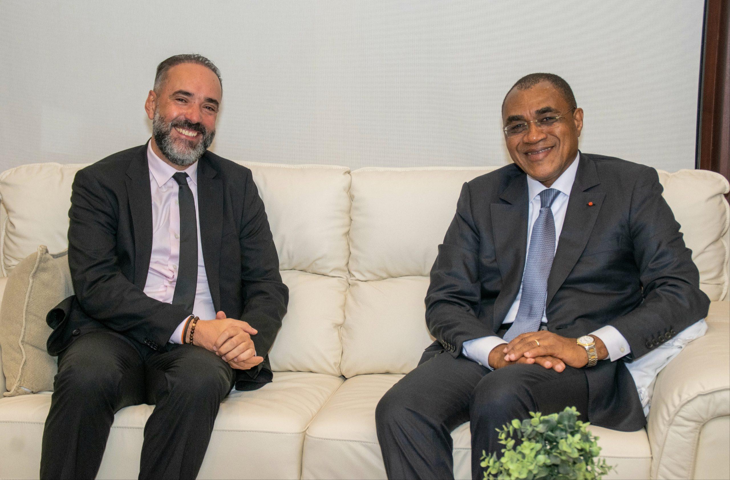M. Kamal MOKDAD Directeur Général de la BCP et de l'International et M. Adama COULIBALY Ministre de l'Économie et des Finances de la République de Côte d'Ivoire